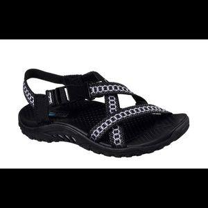 New Sketchers Reggae Kooky sandals. Size 7